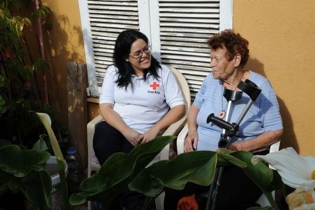 Más de 2.300 personas usan el servicio de teleasistencia de Cruz Roja en la provincia tinerfeña