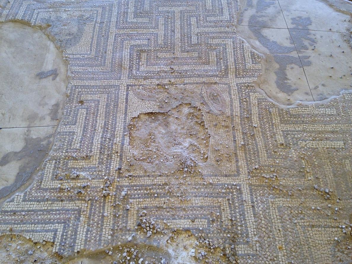 Destrozan en Écija un mosaico romano y profanan una tumba árabe