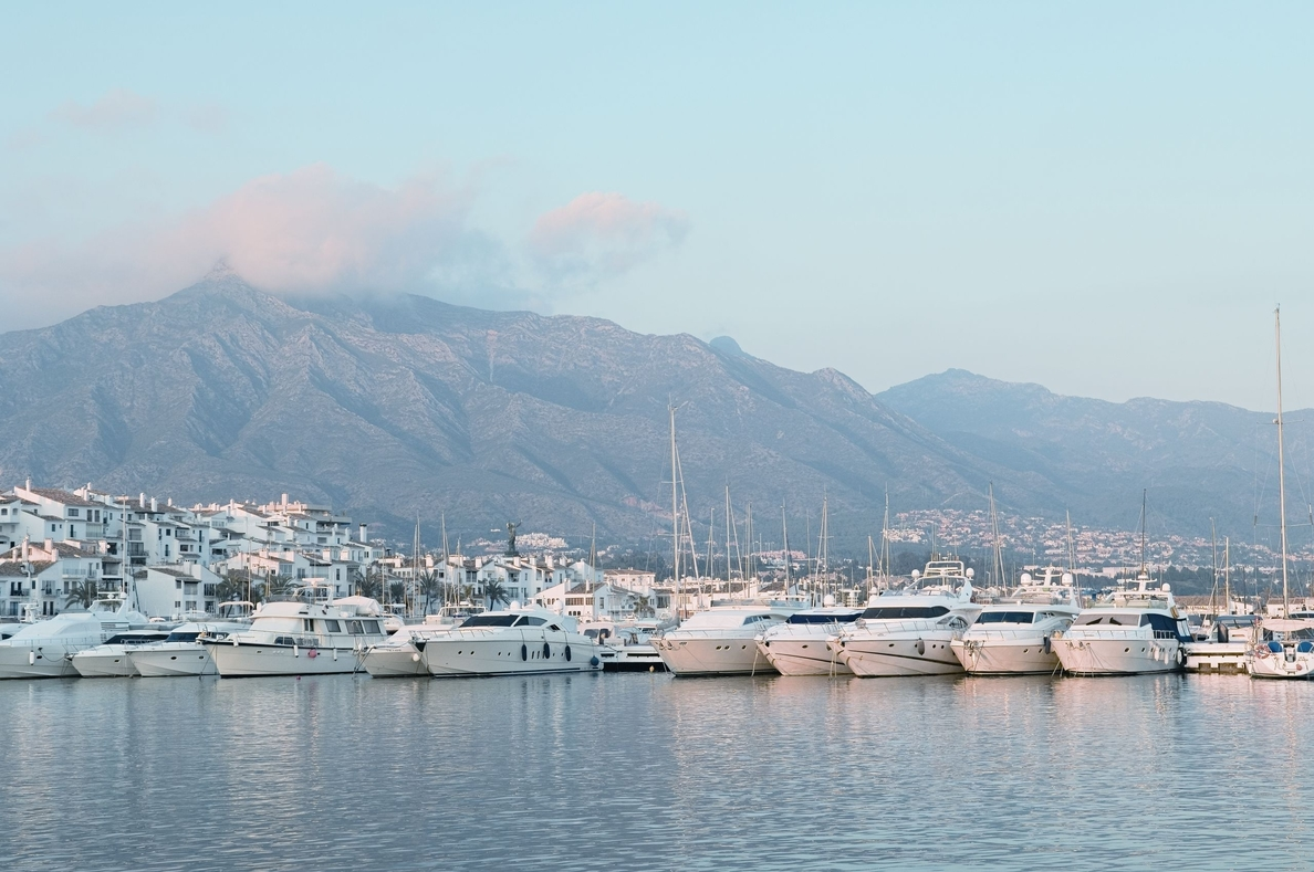 Puerto Banús, segunda zona de España preferida por los turistas rusos para sus compras