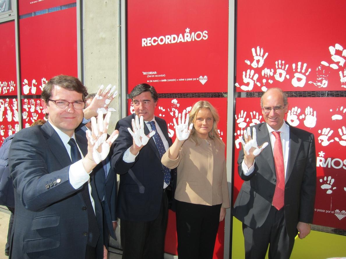 Salamanca se pinta las manos de blanco para recordar «siempre» a las víctimas del terrorismo
