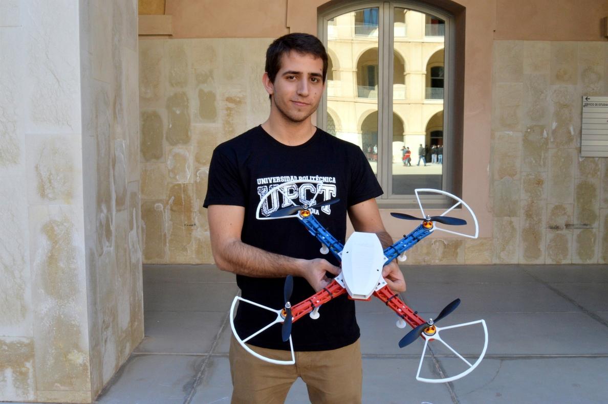 Un estudiante de Industriales diseña un dron que se puede controlar desde un Smartphone