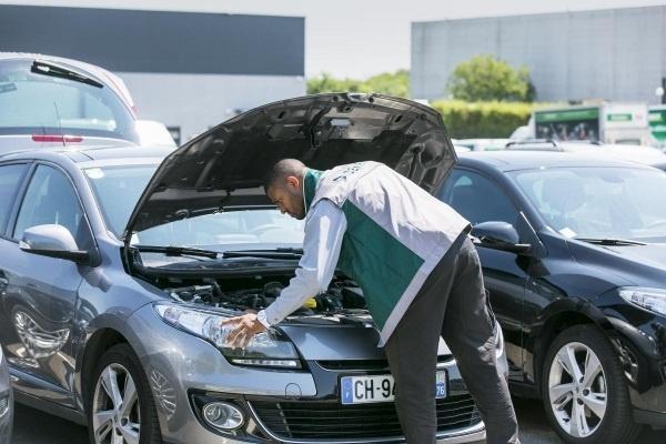 Los solteros pagan un 34% más por su seguro y conducen coches peores