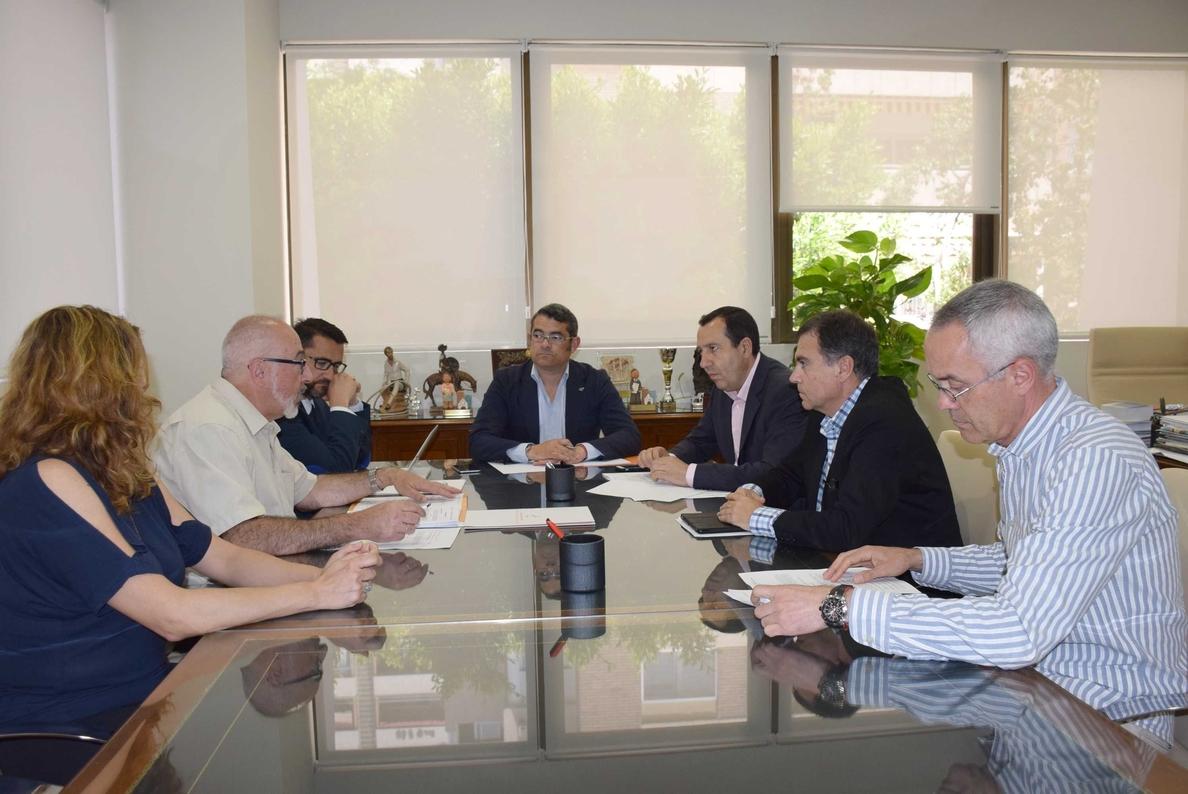 Junta y Colegio de Administradores de Fincas de Málaga abordan las ayudas a la rehabilitación de edificios