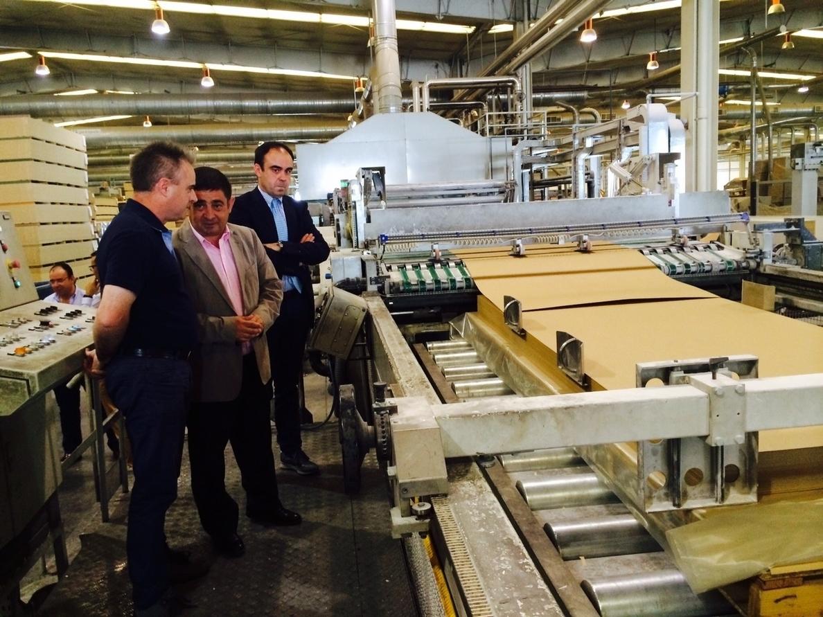 Reyes destaca la labor y la «apuesta por la innovación» de la factoría Faro de La Carolina