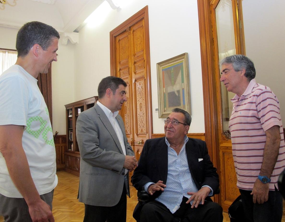 Diputación colabora en un homenaje al ascenso del balonmano jiennense a División de Honor en los años 70