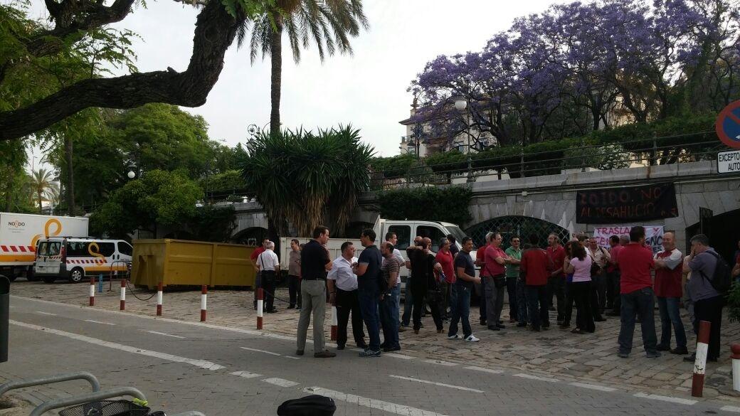 Nueva protesta en Marqués de Contadero ante el traslado de 22 empleados municipales a unas «caracolas»