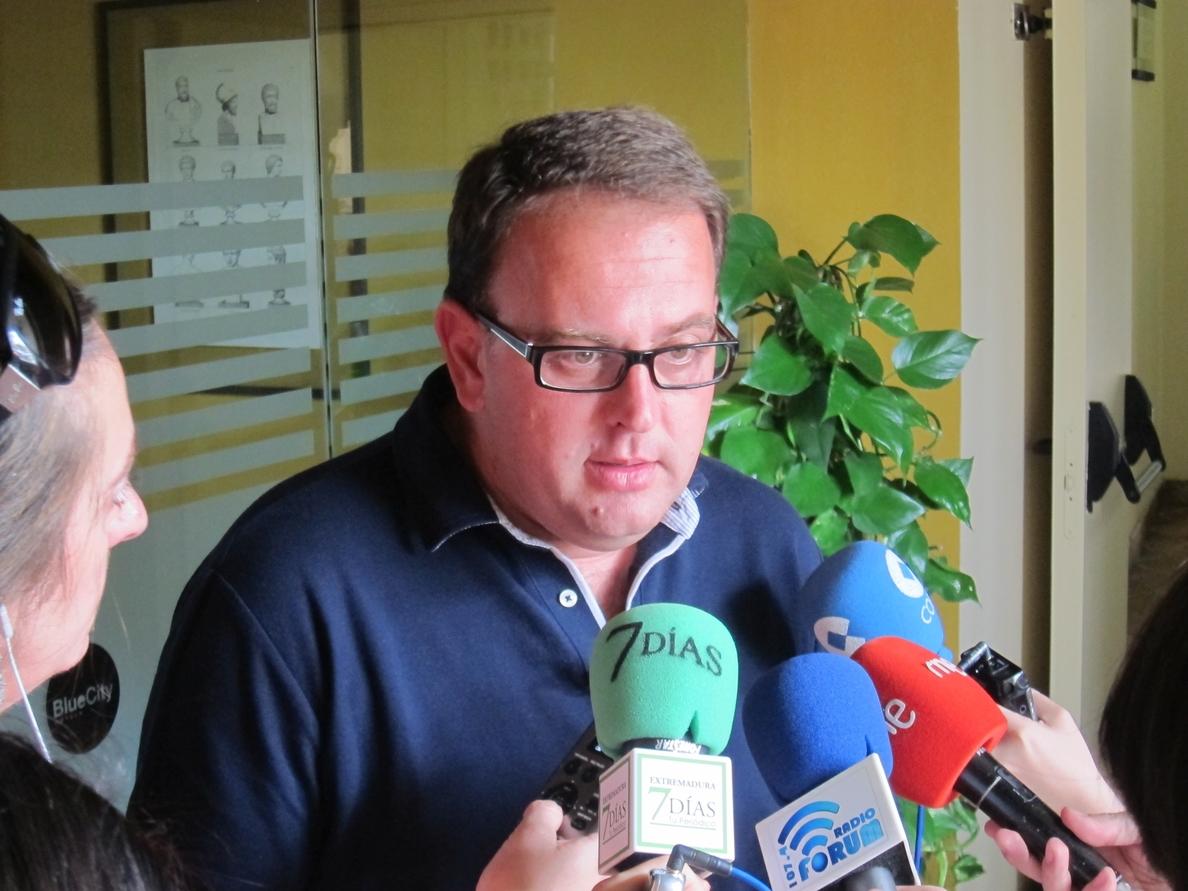 Osuna (PSOE) apuesta por recuperar el proyecto de la estación intermodal y desmantelar la vía del tren en Mérida