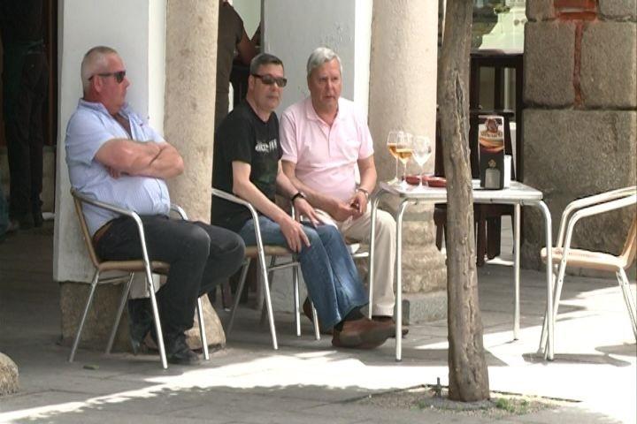 Vecinos de Mérida afrontan el calor tras el «giro muy grande» experimentado por los termómetros en los últimos días