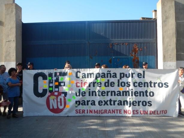 Un sindicato policial alerta del «desequilibrio» entre internos y funcionarios en el CIE de Zapadores
