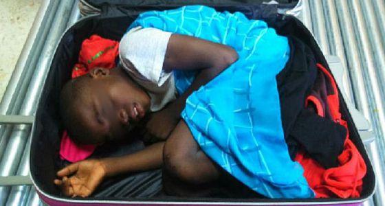 Mediaset producirá una serie sobre la historia de Abou, el niño que llegó a España metido en una maleta