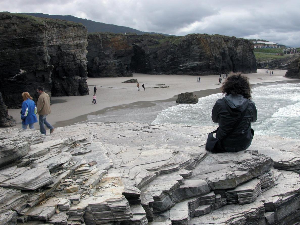 La playa gallega de As Catedrais, entre los tres mejores arenales familiares de España