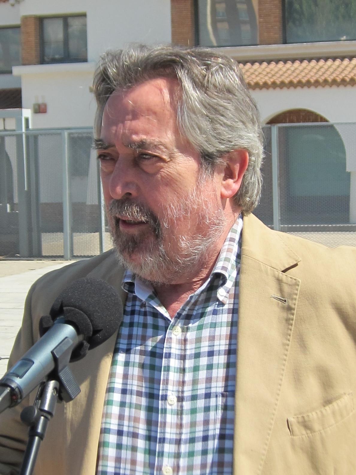 Belloch sugiere «calma» a los partidos porque la negociación «será constante»