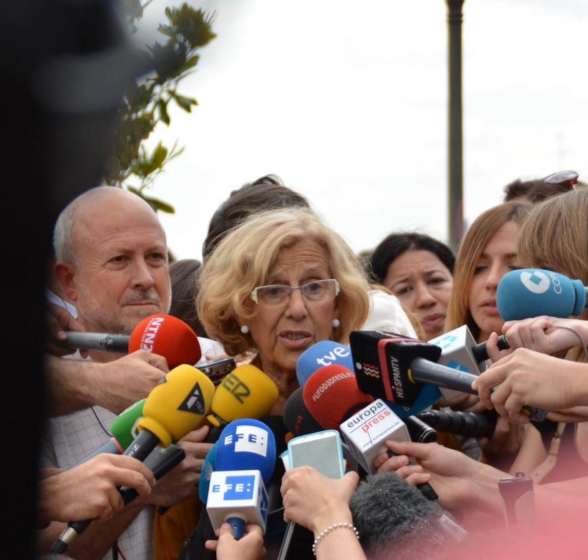 Carmena está en conversaciones con Carmona para la investidura y ve también «propuestas asumibles» de C»s