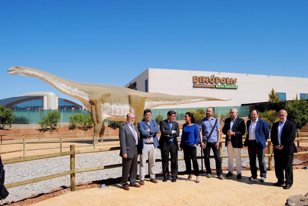 Dinópolis inaugura la nueva zona »Tierra Magna» en el parque paleontológico en Teruel