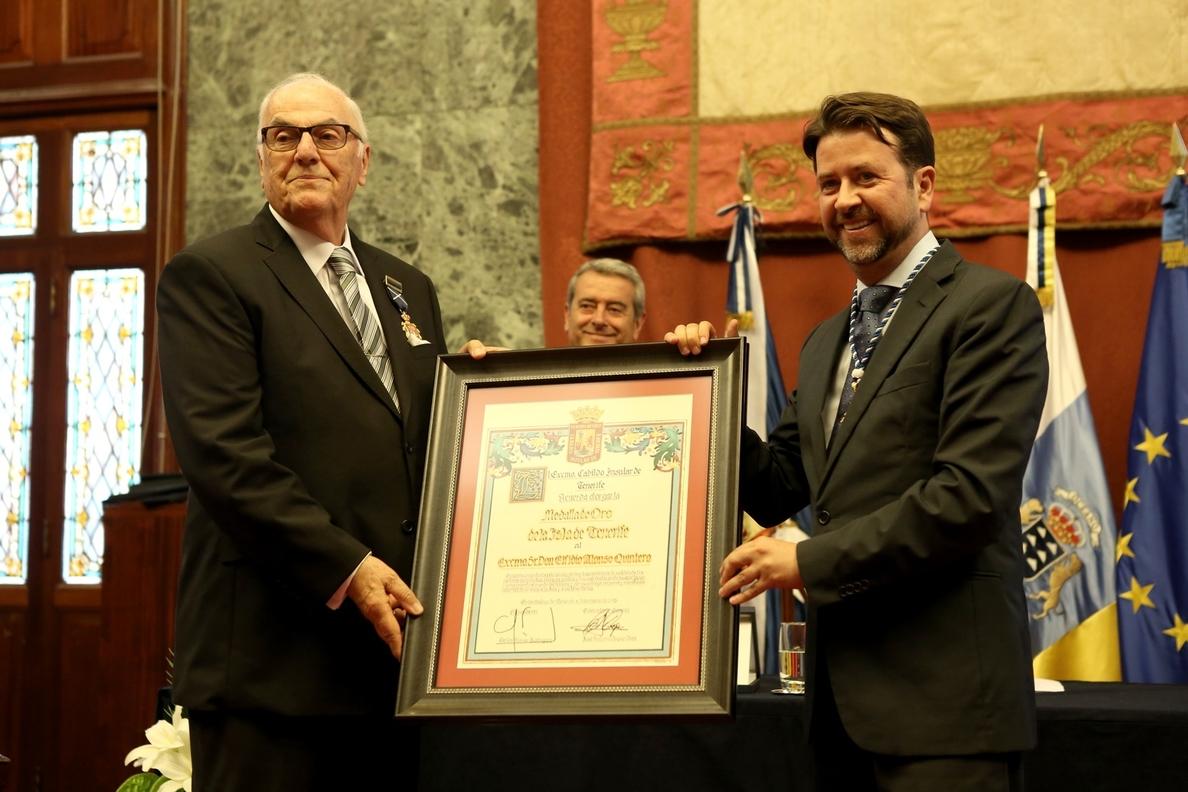Elfidio Alonso recibe la Medalla de Oro de Tenerife