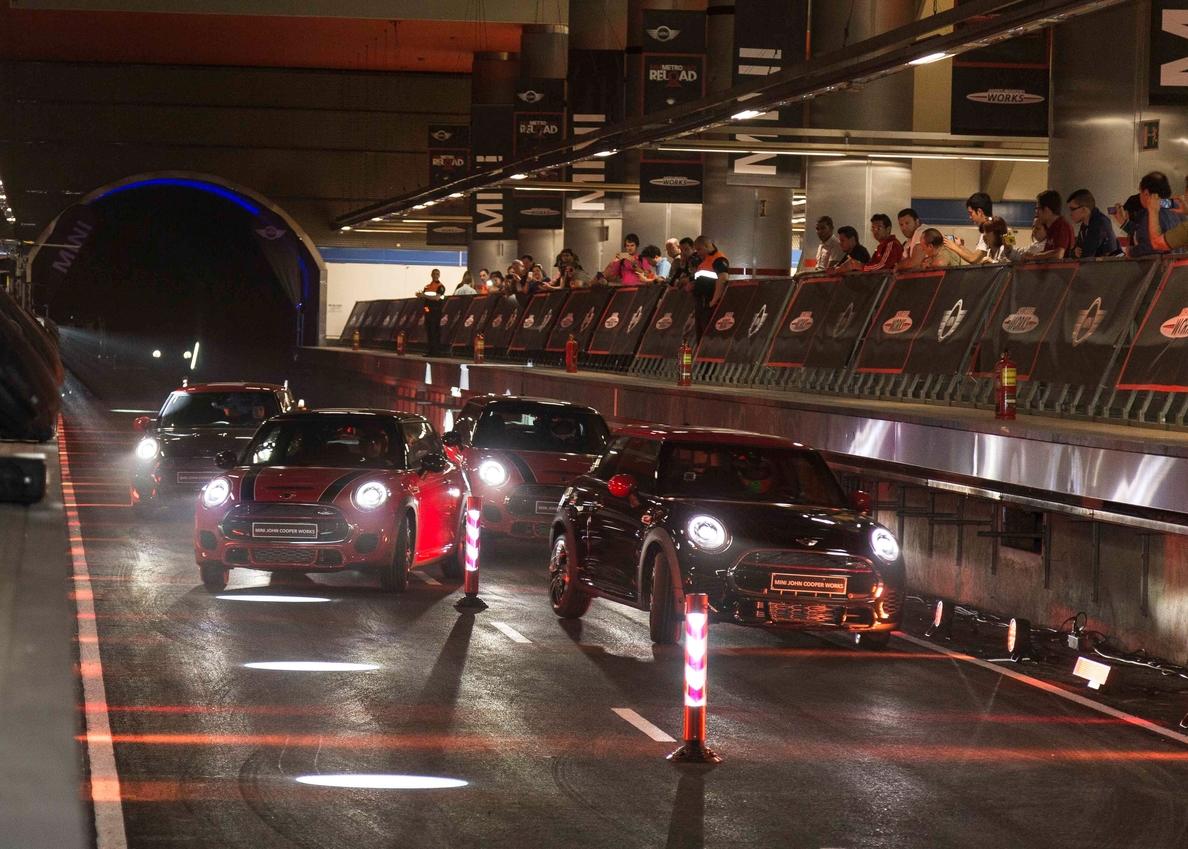 Nani Roma y Mini convierten el Metro de Madrid en un circuito de carreras