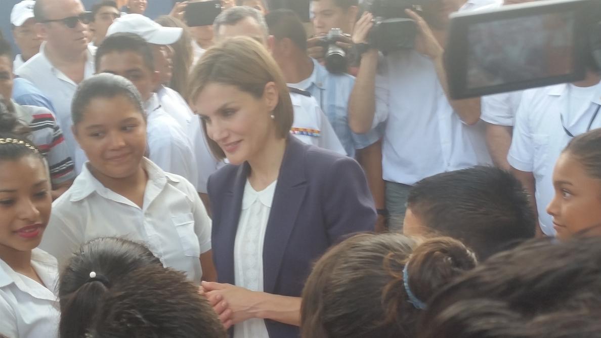 La Reina Letizia apoya la investigación contra la enfermedad renal crónica en el sureste de El Salvador