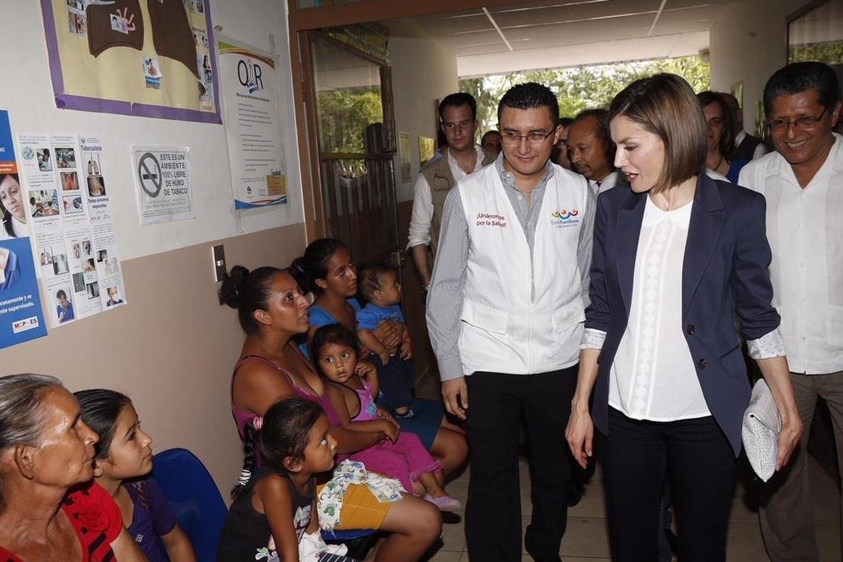 La Reina apoya la investigación contra la enfermedad renal crónica en el sureste de El Salvador