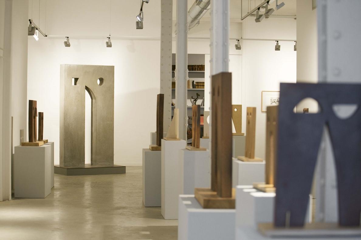 La galería Lo Spazio dedica una exposición a las «esculturas cerámicas» de Manel Rovira