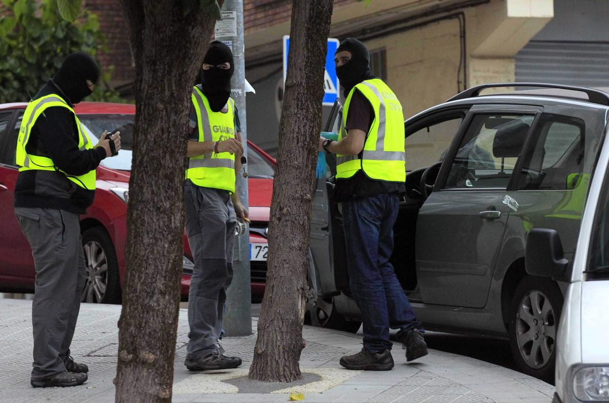 Detienen a una presunta colaboradora de ETA en Biarritz y hallan armas