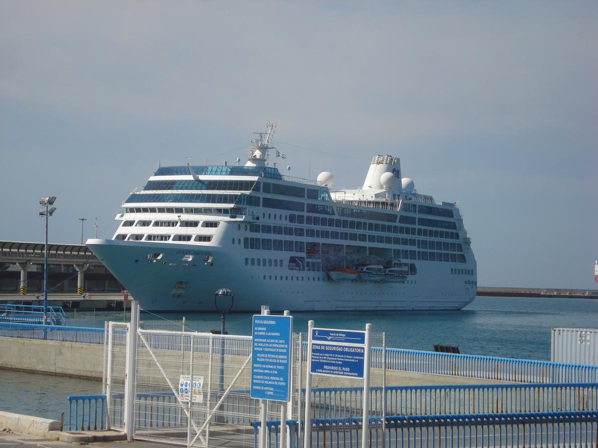 El crucero Ocean Princess visita por primera vez el puerto de Málaga