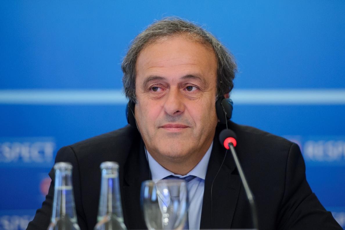 La FIFA elige presidente sumida en el caos tras importantes detenciones