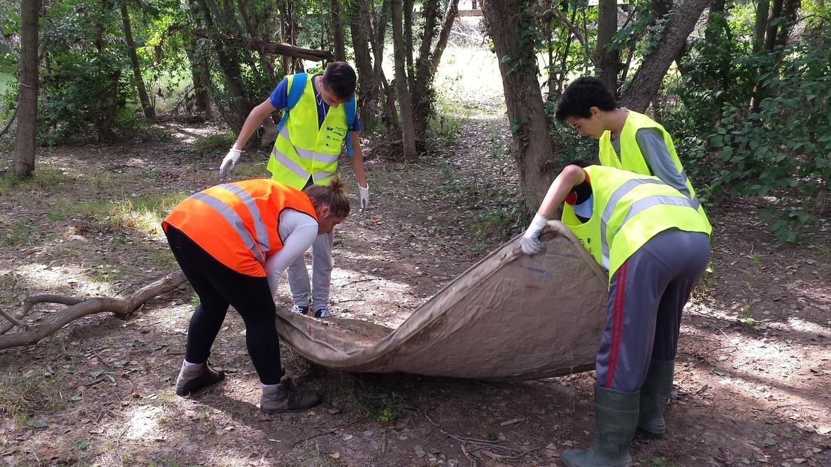 »Amigos de los Ríos» celebra una jornada especial de limpieza en las riberas del Ebro a su paso por Logroño