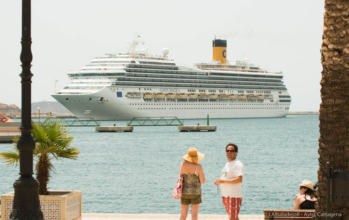 El crucero Costa Mágica, que lleva a bordo 5.500 obras de arte , recala en Cartagena