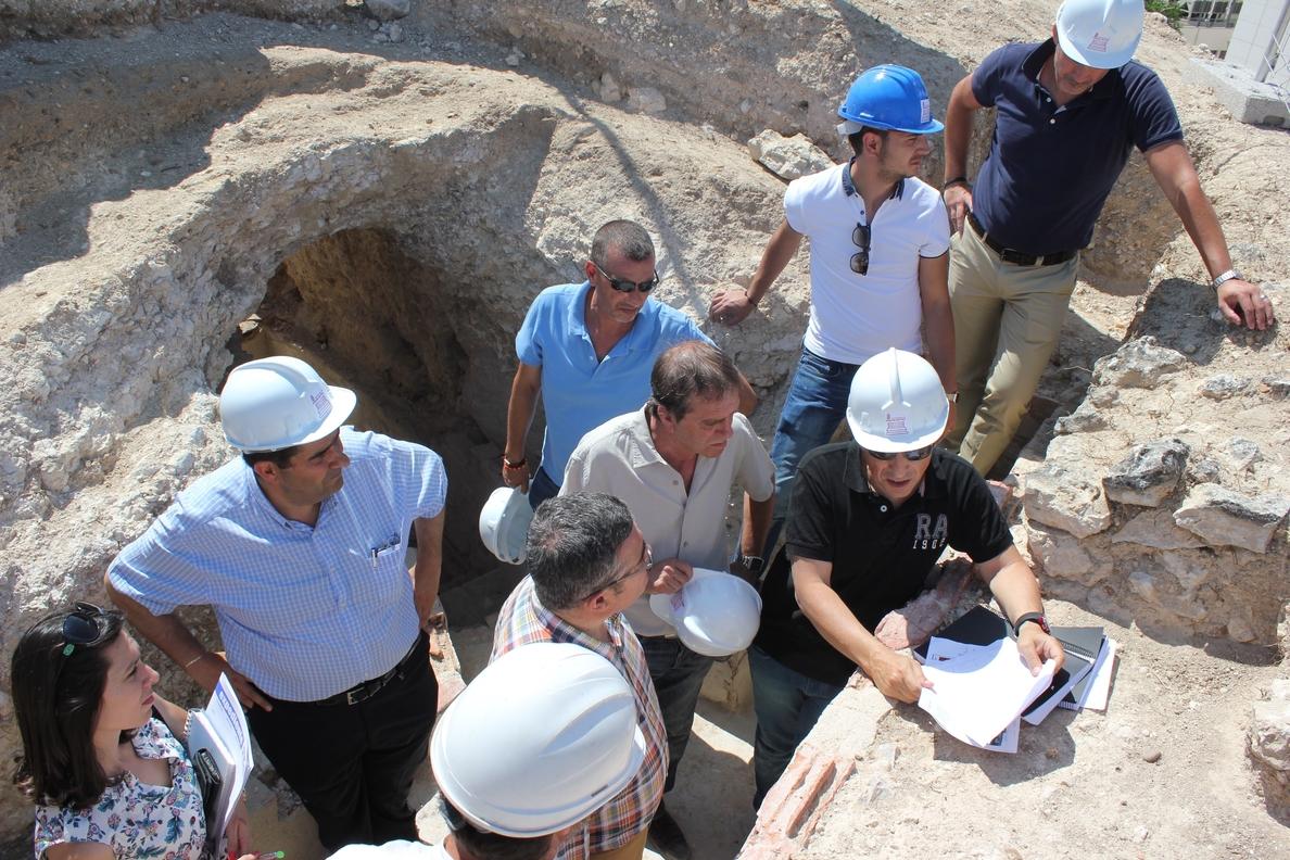 El alcalde visita los trabajos que se están realizando en el Cerro Fortificado del Melero