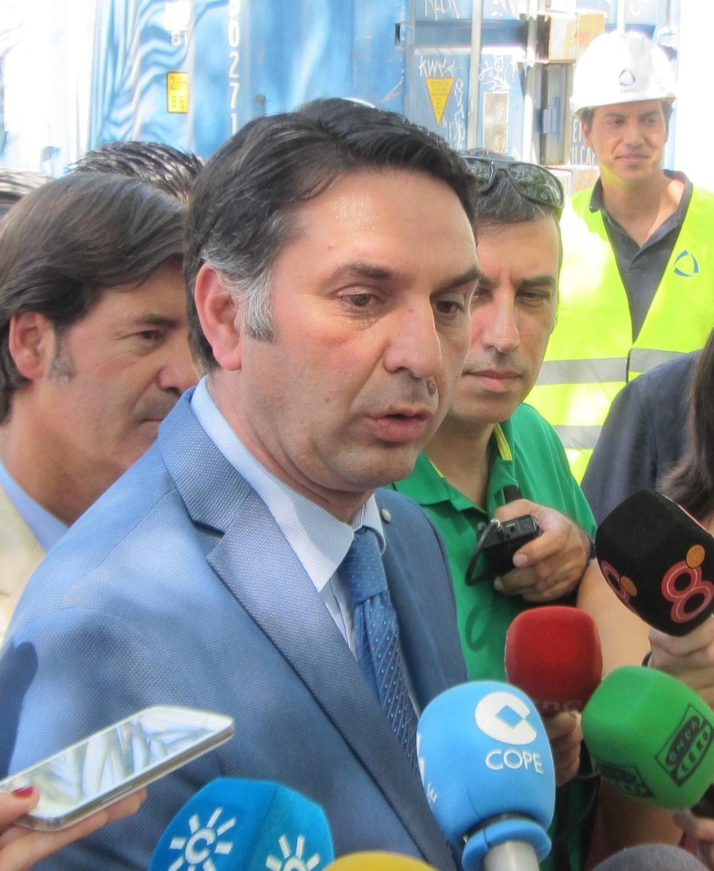 Andalucía «abre los brazos» a quien «lo tenga difícil en Cataluña» tras la suspensión de licencias de Colau