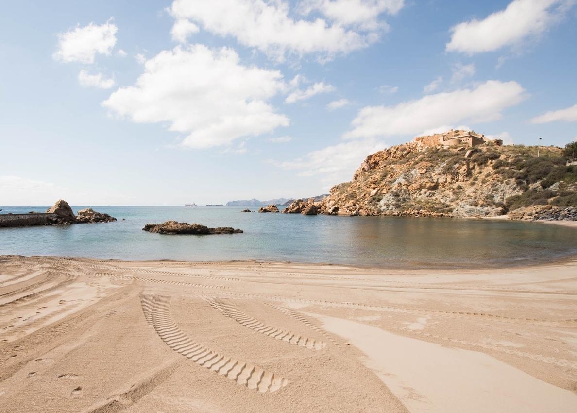 Bandera amarilla en 25 puestos de vigilancia de playas en Águilas, Cartagena, Lorca, San Javier y San Pedro