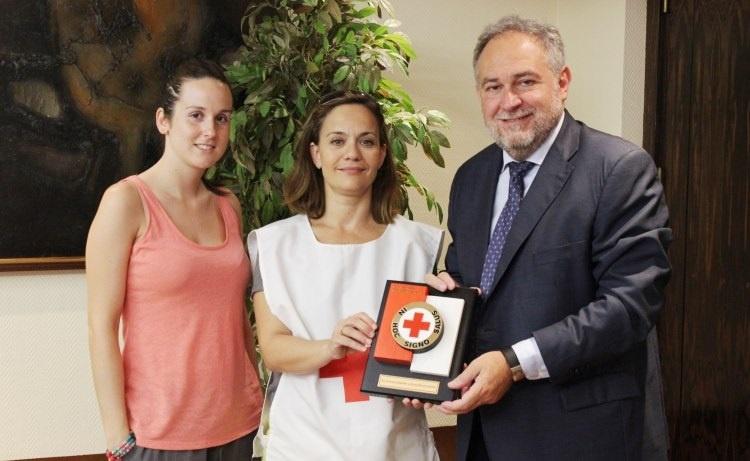 La Cruz Roja de Bizkaia premia a Petronor por «su larga trayectoria y colaboración» con la institución