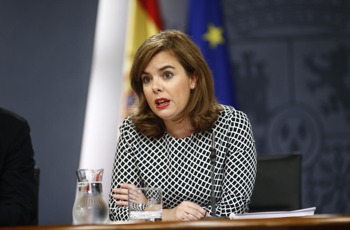 El Gobierno mantiene que devolverá parte de la extra a los funcionarios, pese a la nueva rebaja del IRPF