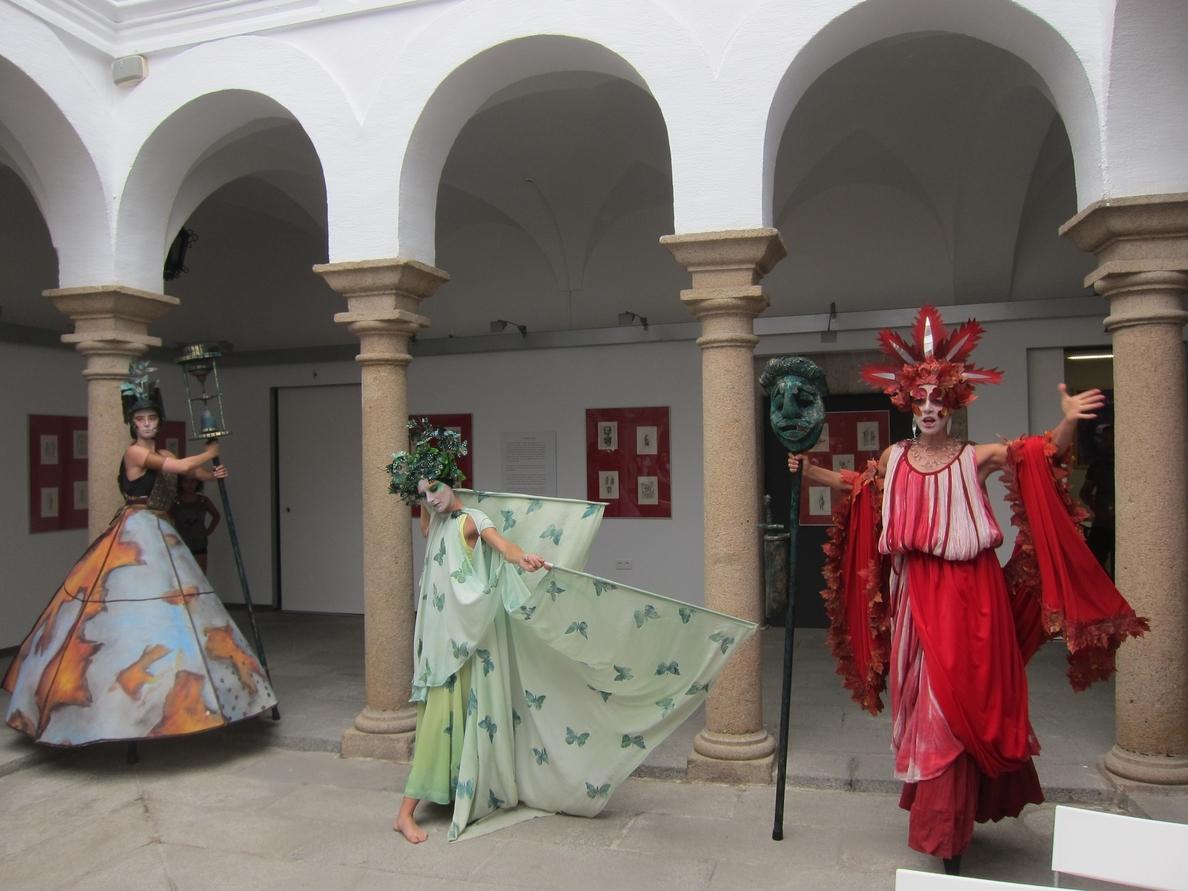 Pasacalles con musas griegas y películas sobre cultura grecolatina se suman al Festival de Teatro Clásico de Mérida