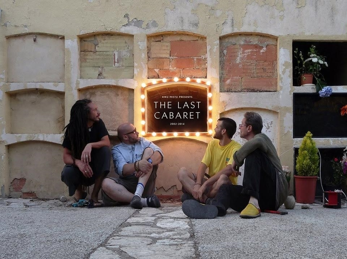 Un cabaret funerario homenajea a la muerte en una »performance» de Kiku Mistu