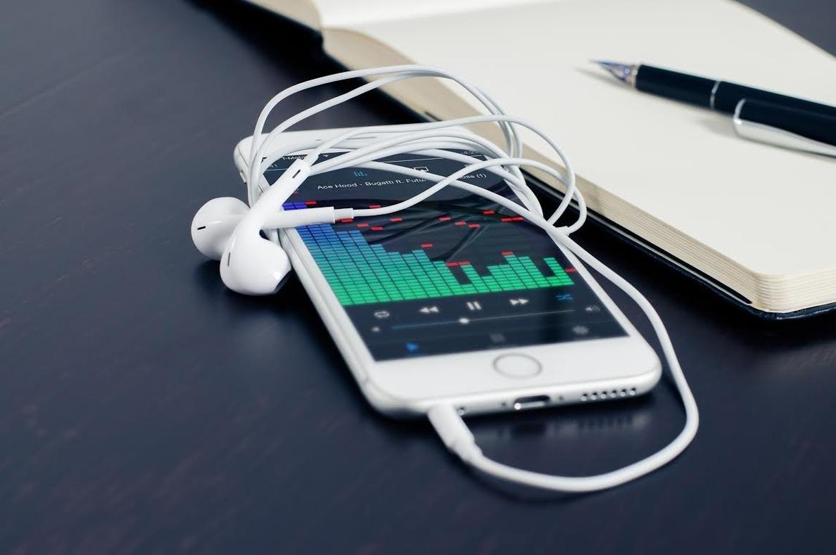 El móvil resta 133.173 líneas en marzo, mientras que la banca ancha crece un 6% gracias a la fibra