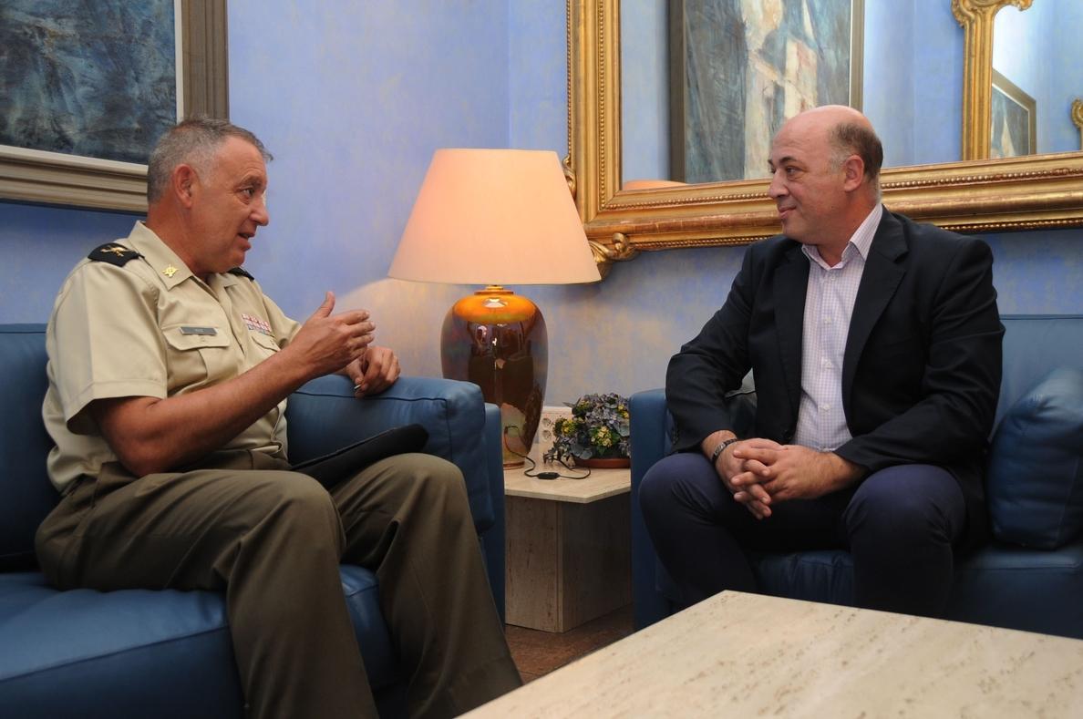 El presidente de la Diputación se reúne con el general jefe de la Brimz X