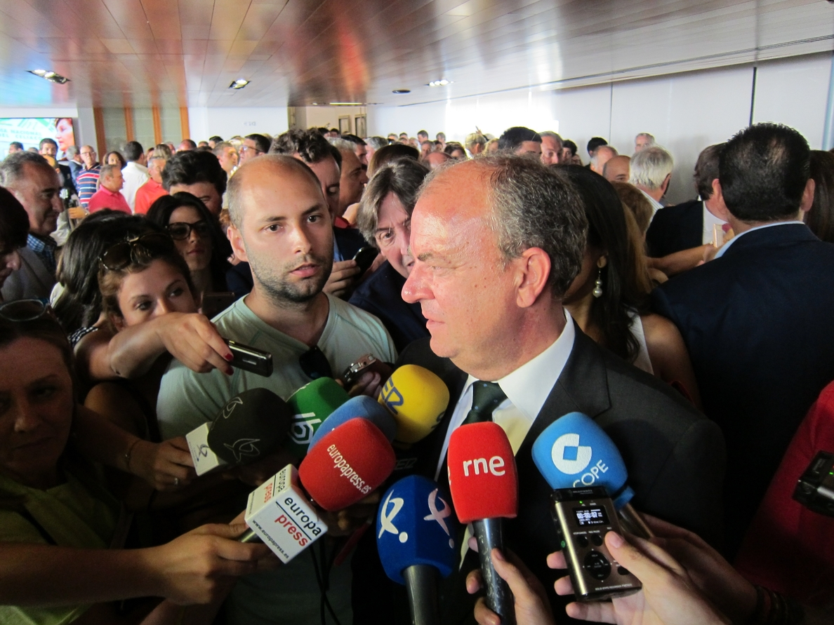 Monago da las gracias al pueblo extremeño por haberle «dado la oportunidad de aprender de ellos» como presidente