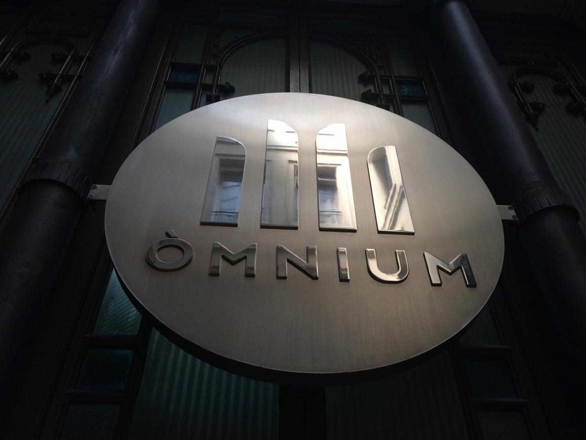 Òmnium acepta «el reto» de Mas y propone crear la »Lista por la Independencia»
