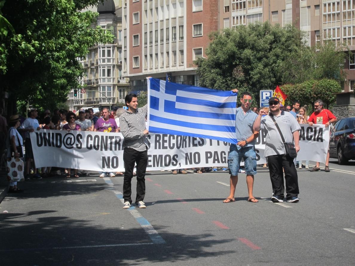 Unas 300 personas se manifiestan en Santander contra el «austericidio» a Grecia