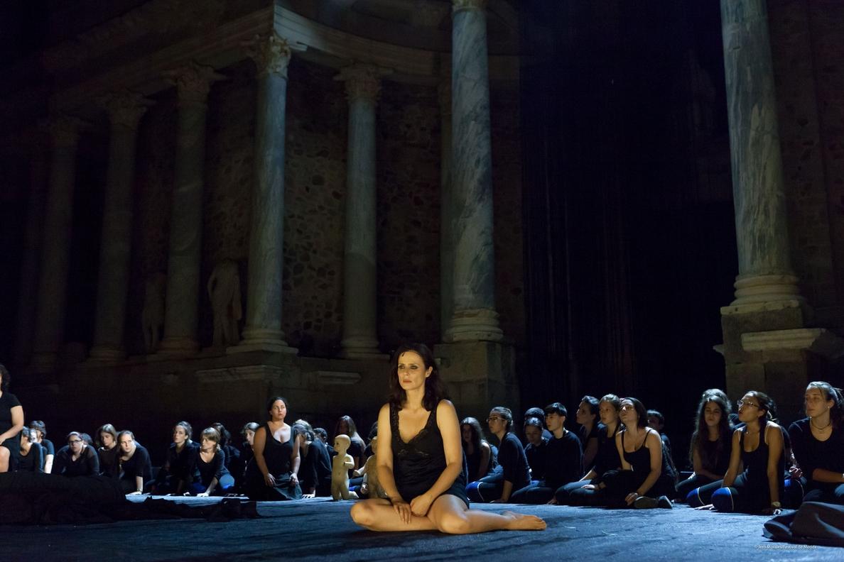 Una desgarradora »Medea» encarnada por Aitana Sánchez-Gijón roza el lleno en el Teatro Romano de Mérida