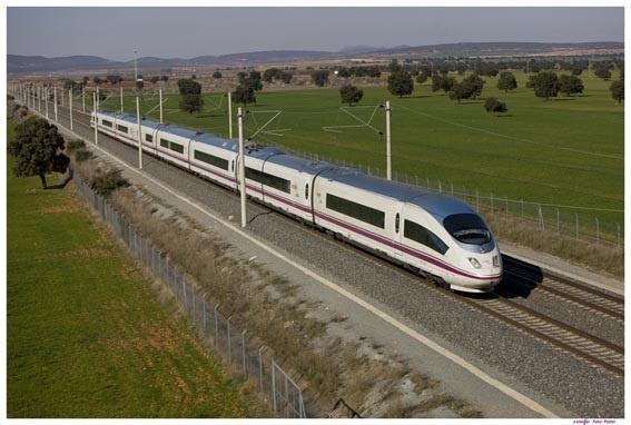 (Ampl.) El AVE de Renfe dispara un 10% el número de viajeros en la primera mitad del año