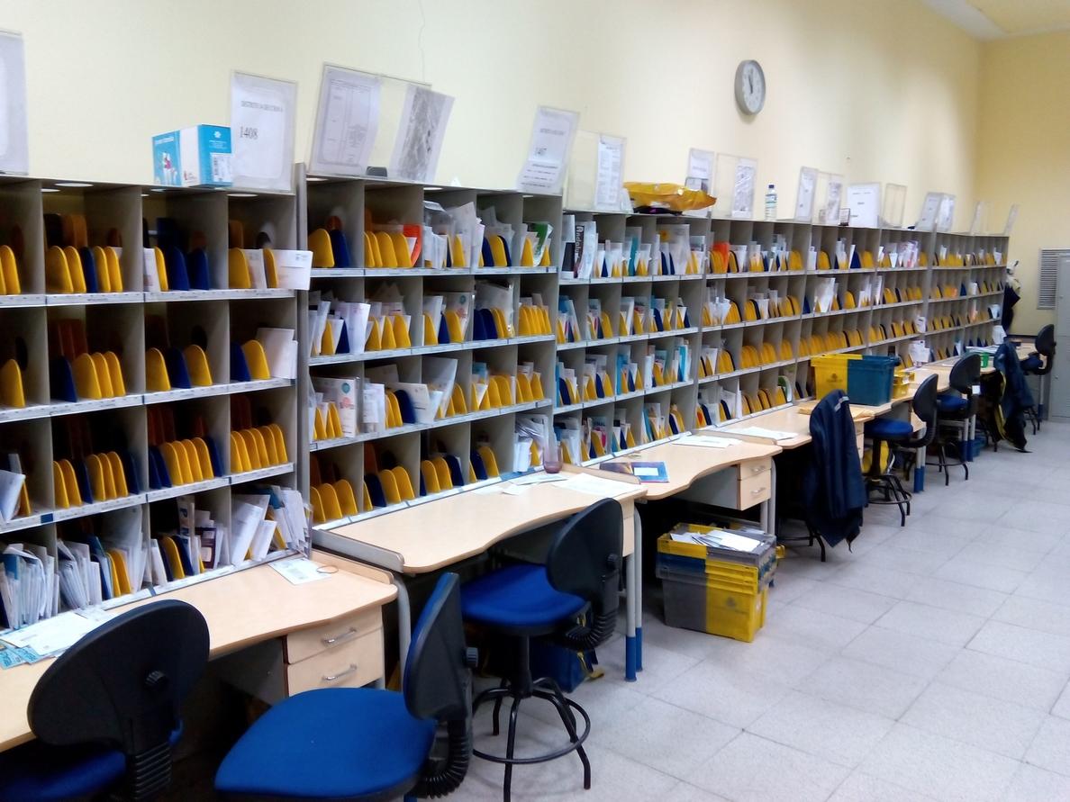 CGT critica la «acumulación de correspondencia» y el «mal servicio» en Correos por los recortes de plantilla