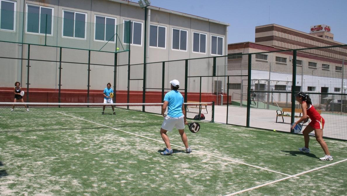 ElPozo amplía la oferta deportiva para sus empleados con dos pistas de pádel y un nuevo pabellón