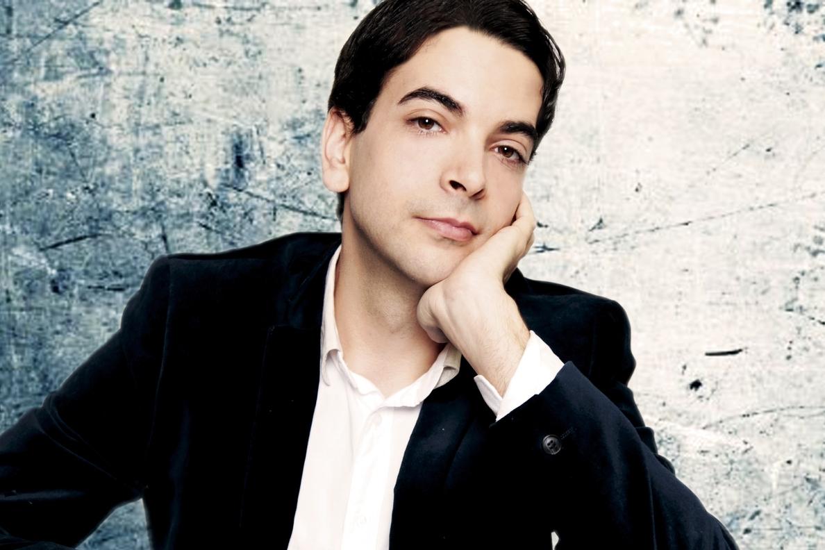 El pianista Félix Ardanaz actúa este viernes en el Teatro Real de Ezcaray