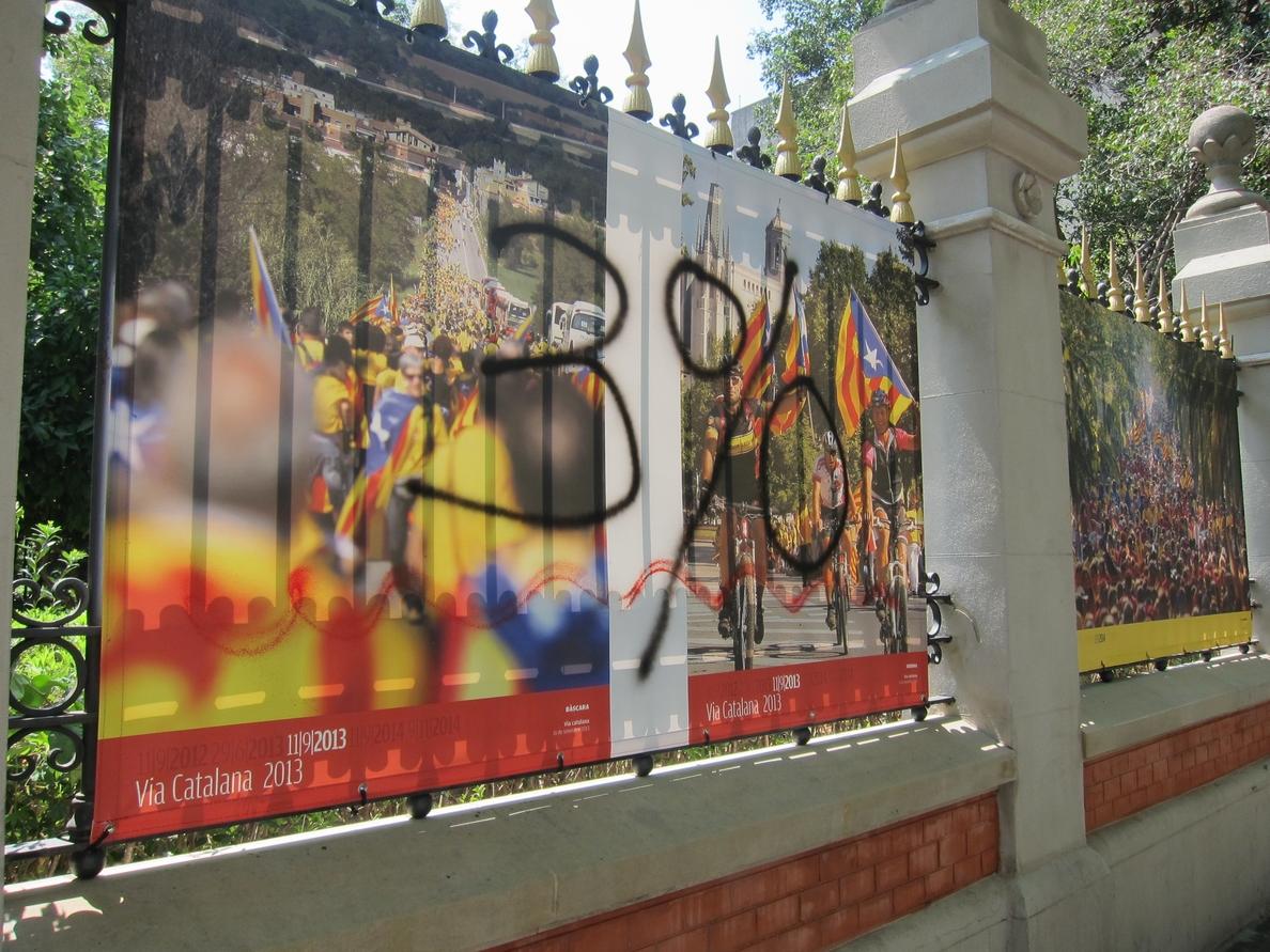 El Palau Robert repondrá las fotos destrozadas de la exposición sobre el proceso soberanista