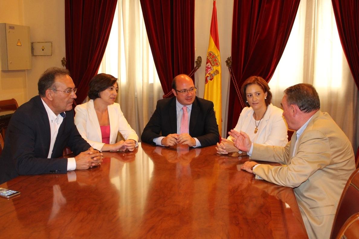 Pedro Antonio Sánchez pide a diputados y senadores intensidad en su trabajo para que Murcia «pese más» en España