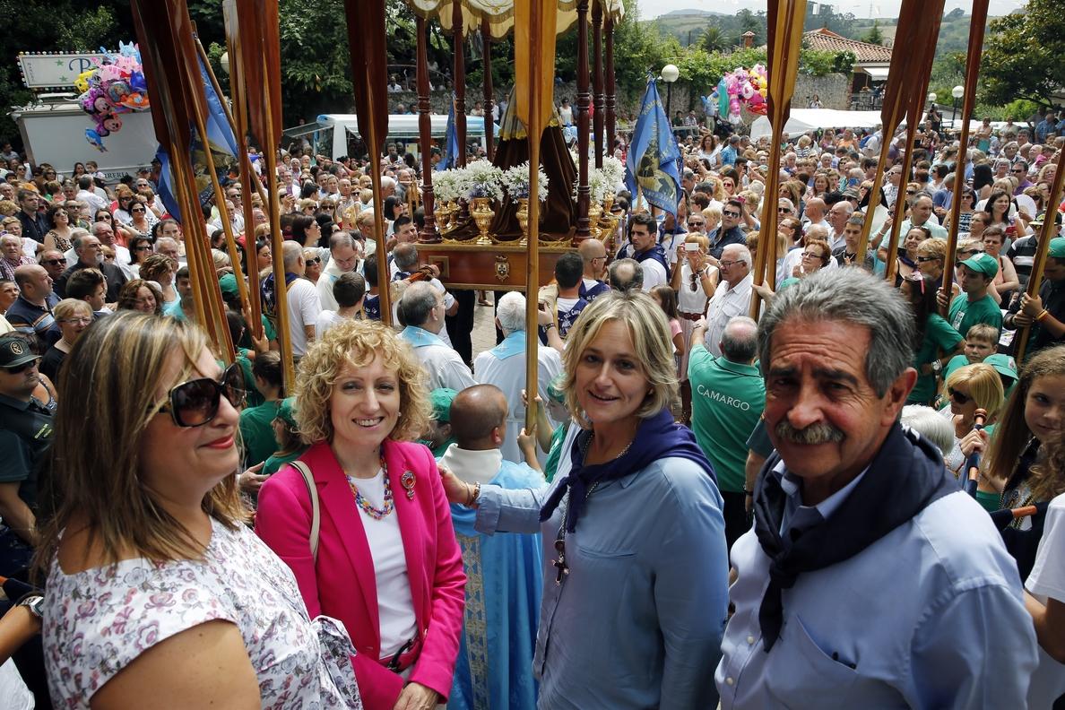 Revilla destaca el «ambiente y devoción» a la Virgen del Carmen en Camargo