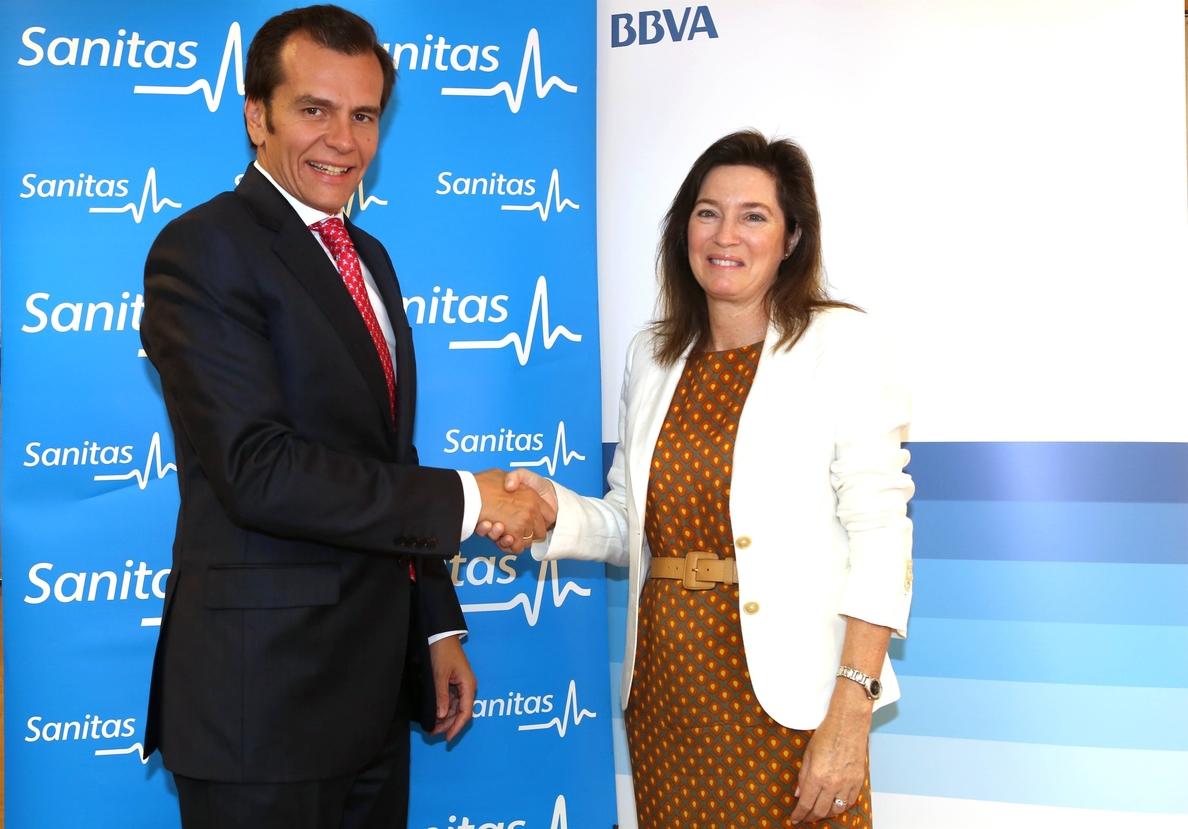 Sanitas y BBVA firman un convenio que mejora las condiciones financieras de los profesionales médicos