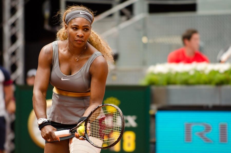 Serena Williams se retira en Bastad por una lesión en el codo